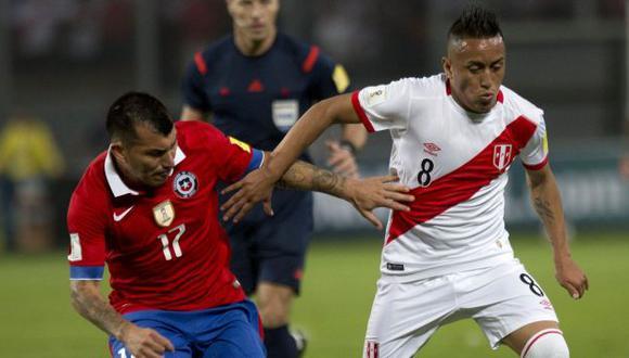 Chile vs. Perú: chocan en 'Clásico del Pacífico' por las Eliminatorias Qatar2022. (Foto: AP)