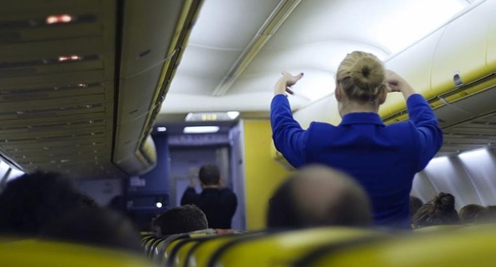 Mujer agrede a una aeromoza que le pidió que se coloque un tapaboca