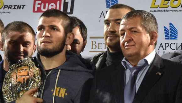 Khabib Nurmagomedov rechazó hacerse la prueba de COVID-19 tras el positivo de su padre . (AFP)