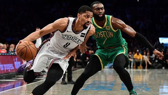 Spencer Dinwiddie anotó 32 puntos ante los Celtics. (Foto: Getty Images)