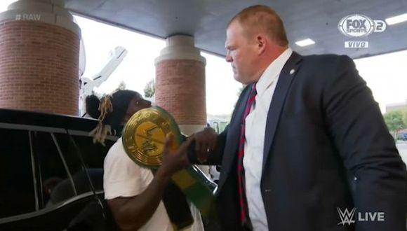 R-Truth le quitó el titulo 24/7 a Kane y este estuvo a punto de aplicarle su famosa garra. (Foto: WWE)