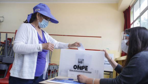 Los ciudadanos que no emitan su voto o no cumplan con su rol de miembros de mesa serán sancionados con una multa (Foto: Andina)