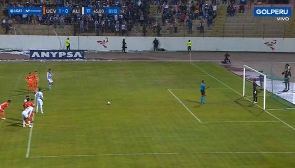 Felipe Rodríguez engañó a Raúl Fernández y anotó gol de penal para Alianza. (Captura)