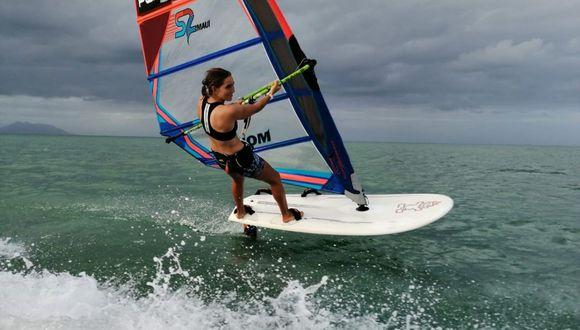 María Belén Bazo, de 21 años, se ubica puesto 23 del ranking mundial de windsurf. (Difusión)
