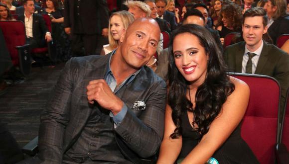 'The Rock' junto a su hija Simone Johnson. (Foto: CBS Sports)