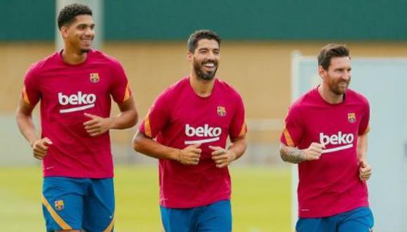 Araujo y Suárez junto a Messi durante entrenamientos del Barcelona, antes de que el 'pistolero' se convierta en flamante fichaje de los 'colchoneros'. (Foto: Instagram @ronaldaraujo02)