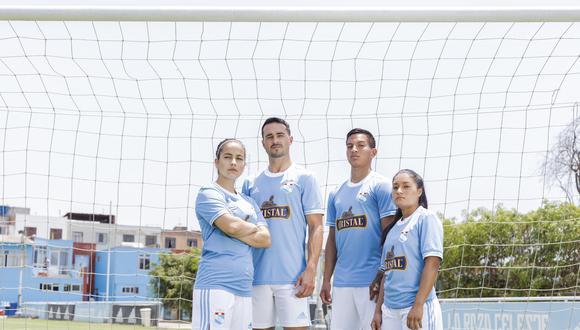 Sporting Cristal presentó su nueva indumentaria para la temporada 2021.