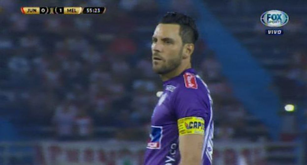 Portero de Junior dejó parado a Carlos Cáceda y casi marca un golazo de tiro libre. (Video: Fox Sports)