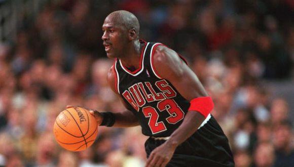 Air Jordan durante la temporada 1997-98, la última que jugó con los Chicago Bulls. (Foto: Getty Images)