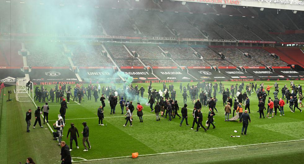 La invasión de hinchas a Old Trafford que obligó a que se postergue el Manchester United-Liverpool. (Foto: AFP)