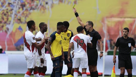 Ostojich dirigió por última vez a Perú ante Ecuador en la octava jornada de las Eliminatorias. (Foto: AFP)