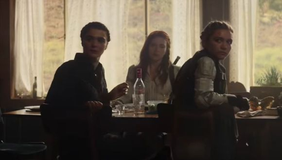 Black Widow, Yelena Belova y Melina Vostokoff en la misma mesa (Marvel)