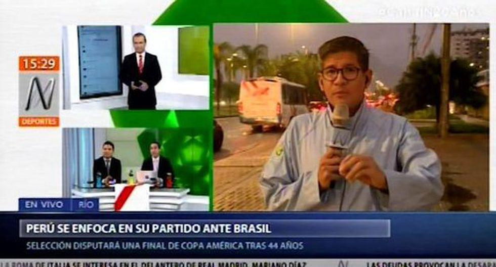 Erick Osores perdió los papeles en una trasmisión en vivo a poco del Perú vs. Brasil. (Captura)