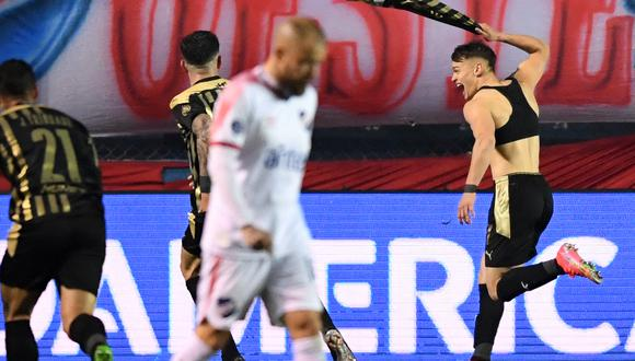 Peñarol derrotó 1-2 a Nacional en condición de visitante. (Foto: AFP)