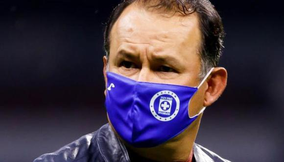 Juan Reynoso suma ya dos derrotas con Cruz Azul en la Liga MX. (Foto: EFE)