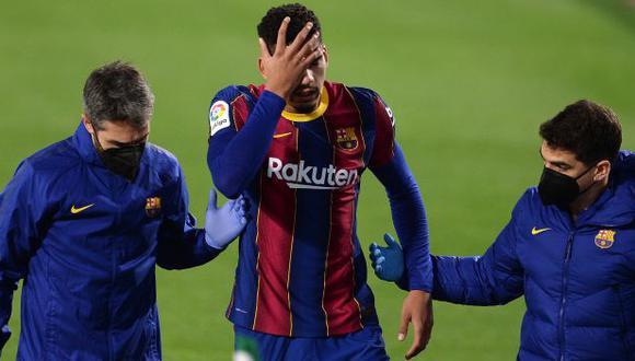 Ronald Araujo cayó lesionado a inicios de febrero ante Real Betis. (Foto: AFP)