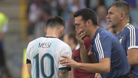 Lionel Scaloni quita presión a Lionel Messi antes de la final de la Copa América. (Foto: AFP)