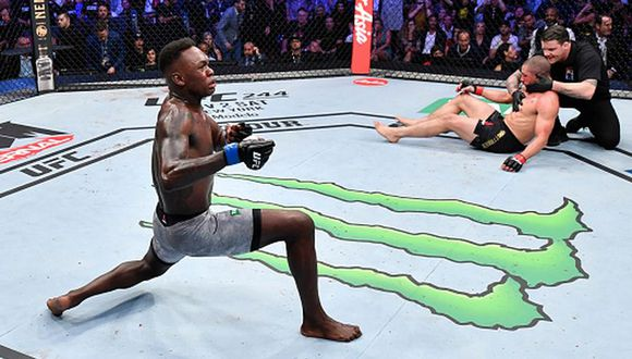 Israel Adesanya aumentó a 18-0 su récord profesional. (Getty Images)