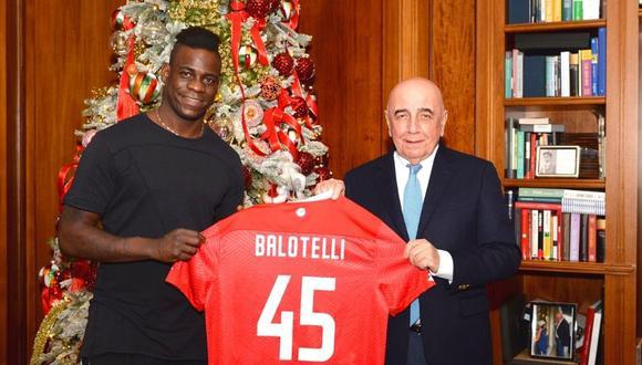 Mario Balotelli se puso su nueva camiseta (Foto: @ACMonza)