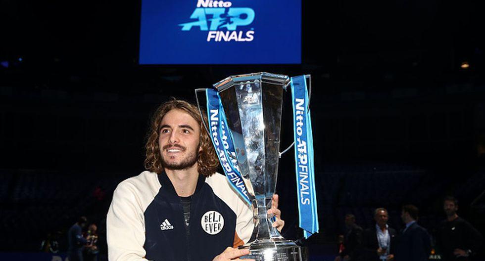 Stefanos Tsitsipas con su título de 'Maestros'. (Foto: Getty Images)