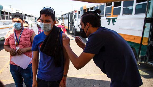 Vacuna COVID-19 en México: cómo registrarte y cuáles son los requisitos para ser inoculado si tienes entre 18 y 39 años (Foto: Getty Images)