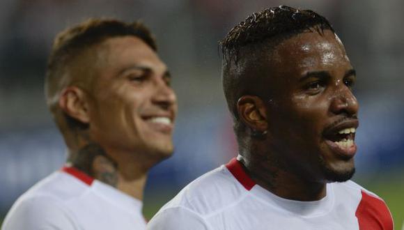 Paolo Guerrero y Jefferson Farfán iniciaron juntos en el fútbol en Alianza Lima. (Foto: AFP)