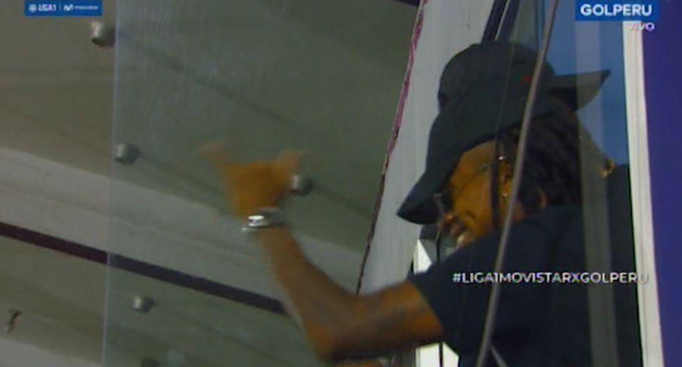 Yordy Reyna y Carlos Ascues llegaron hasta Matute para alentar a Alianza Lima. (Captura)