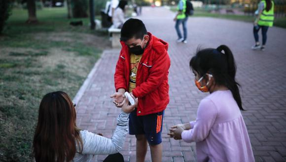 Así como sucedió en Argentina, Perú también permitirá la salida de menores a las calles. (EFE/Juan Ignacio Roncoroni).