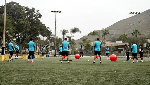 Universitario entrena en el  Club Árabe Palestino de cara al einicio del campeonato. (Foto: Prensa Crema)