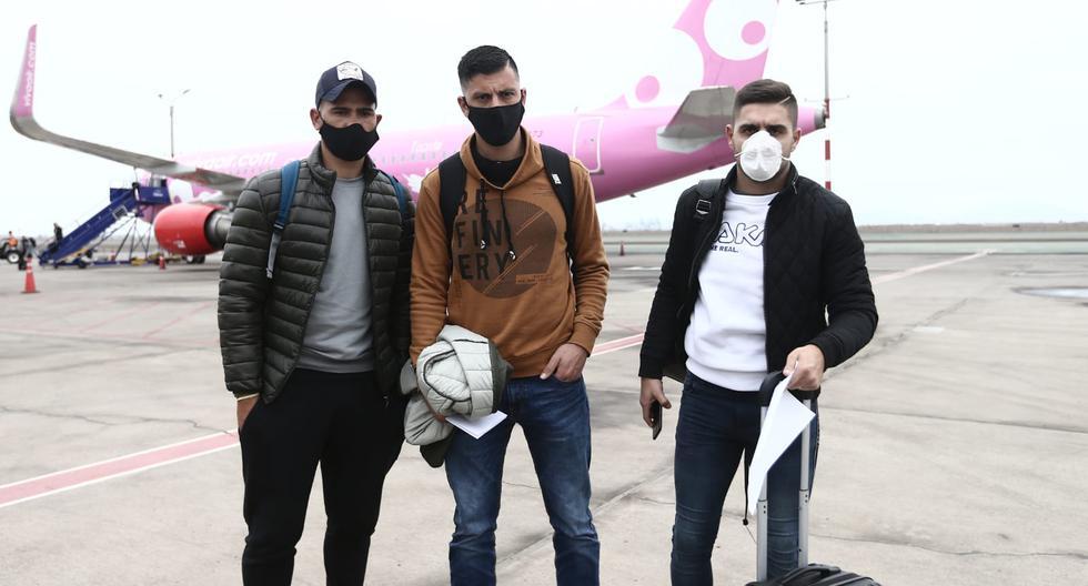 Luis Urruti, Jonathan Dos Santos y Federico Alonso llegaron esta mañana a Lima. (Foto: Jesús Saucedo / GEC)