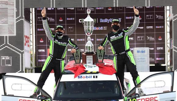 Nicolás Fuchs se coronó como campeón en la Copa Mobil en Chile y celebró con el Castro Yangali Team. (Foto: Castro Yangali Team)