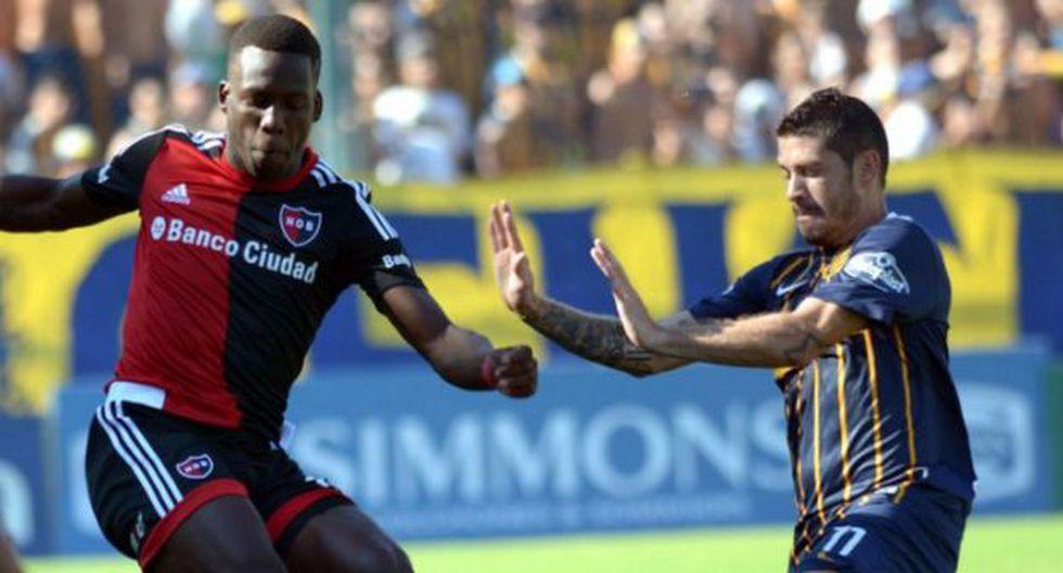 Luis Advíncula se quedó sin DT tras la derrota de Newell's ante Rosario Central. (AFA)