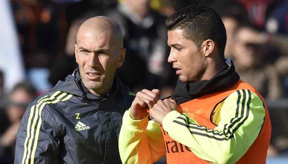 Zinedine Zidane y Cristiano Ronaldo ganaron tres Champions consecutivas con el Real Madrid. (Foto: AFP)
