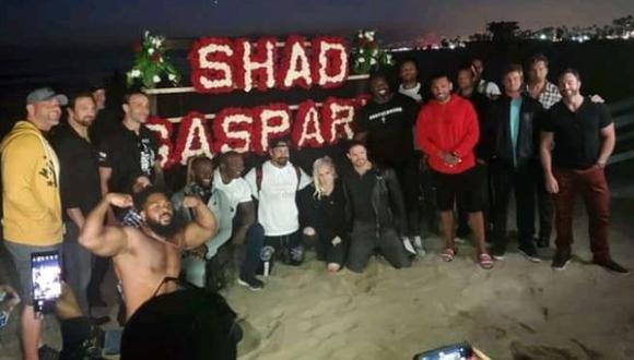 Luchadores de WWE y otras empresas le rindieron tributo a Shad Gaspard en la playa donde murió. (Twitter)