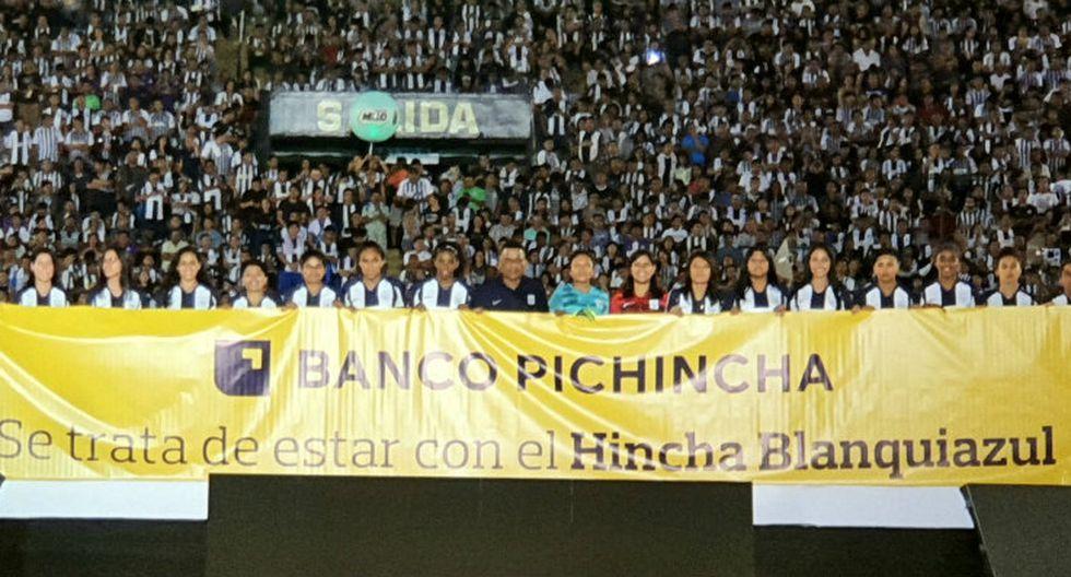 El Banco Pichincha se hizo presente en la 'Noche Blanquiazul' y renovó su compromiso con el club de fútbol Alianza Lima.