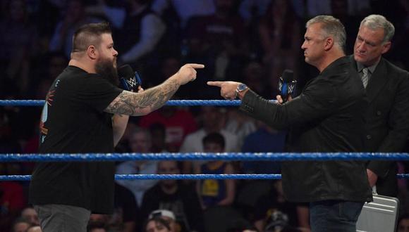 Kevin Owens y Shane McMahon frente a frente en el último show azul. (Foto: WWE)