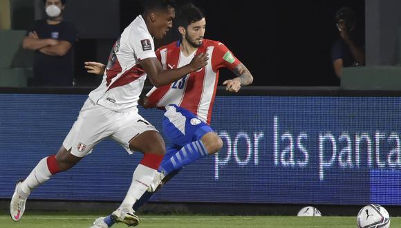 Tapia disputó 87 minutos en el empate 2-2 entre Perú y Paraguay por el arranque de las Eliminatorias Qatar 2022 (Foto: AFP)