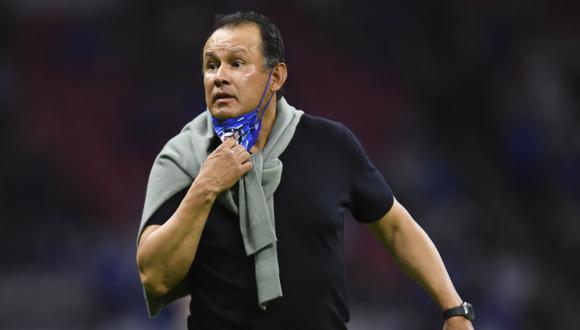Reynoso es el único hombre que ha sido campeón con Cruz Azul como jugador y como entrenador. (Foto: AFP)