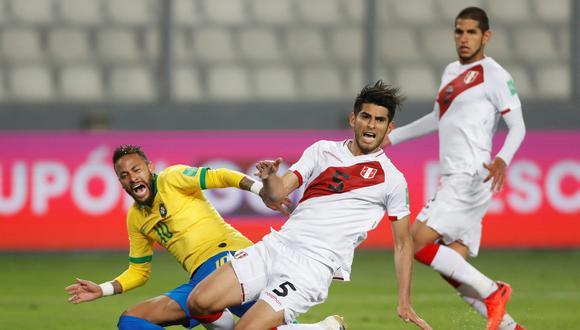 Carlos Zambrano no estará ante Chile, por la tercera fecha de las Eliminatorias: fue expulsado. Paolo Aguilar/Pool via REUTERS
