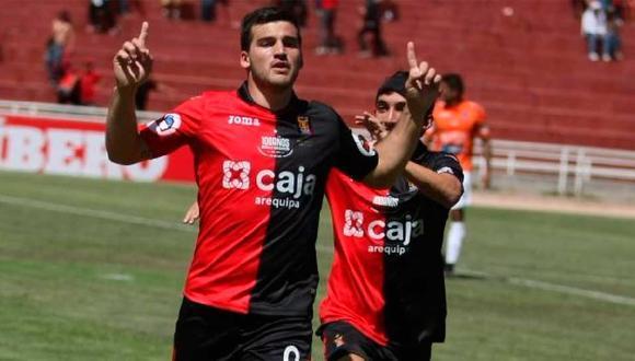 Bernardo Cuesta recibió el trofeo al goleador del 2019, después de un año. (Foto: GEC)
