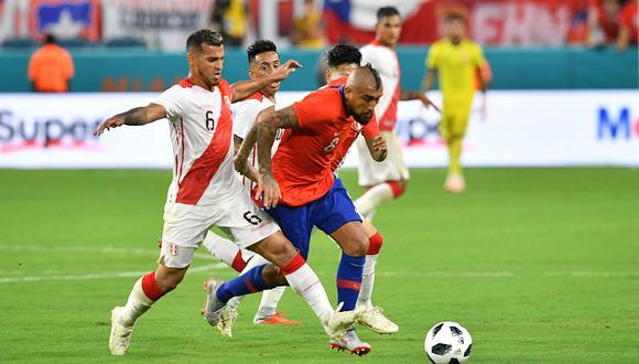 Miguel Trauco (St. Etienne) y Arturo Vidal (Barcelona), como todos los 'europeos', tendrían problemas para venir a la Eliminatoria. (Foto: AFP)