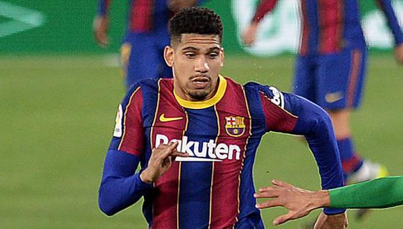 Ronald Araujo había caído lesionado el pasado 7 de febrero ante Real Betis. (Foto: AFP)