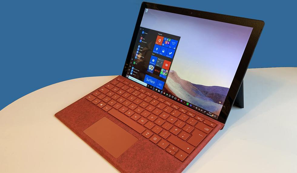 """¿Quieres renovar tu laptop de inmediato? Pues no dejes escapar estas ofertas. <a href=""""https://answerdesk.microsoft.com/appointment/create/?storeid=b2cbd870-aff2-ea11-a815-000d3a54663d&serviceid=80f1d0ba-aff2-ea11-a815-000d3a54663d&topicid=e9d817ac-b0f2-ea11-a815-000d3a54663d&icid=personal-shopping_faq_book-appt_9-28""""><font color=""""blue"""">Microsoft</font></a> ha anunciado que celebrará el <a href=""""http://mag.elcomercio.pe/noticias/black-friday-2020""""><font color=""""blue"""">Black Friday 2020</font></a>, evento que será realizado a través de su página web. Una de las laptops en oferta es el <a href=""""https://mag.elcomercio.pe/noticias/microsoft/""""><font color=""""blue"""">Surface Pro 7</font></a> el cual tiene una pantalla PixelSense de 12,3 pulgadas (2.736 x 1.824 puntos), 267 ppp, relación de aspecto 3:2 y panel multitáctil de 10 puntos simultáneos de contacto, así como una memoria RAM de 8 GB LPDDR4x. Tiene además 1 x USB-C, 1 x USB-A, 1 x jack de 3,5 mm para auriculares, 1 x Surface Connect, 1 x puerto para funda con teclado para Surface y 1 x lector de tarjetas micro-SDXC. Llega con Altavoces estéreo de 1,6 vatios con sonido Dolby Audio Premium y Windows 10. (Foto: Microsoft)"""
