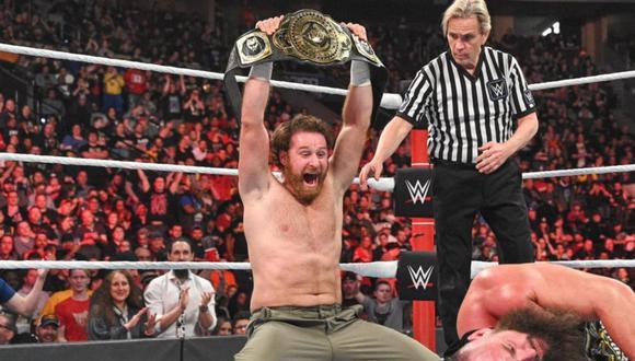 El luchador celebrando su victoria en Elimination Chamber 2020. (Foto: WWE)