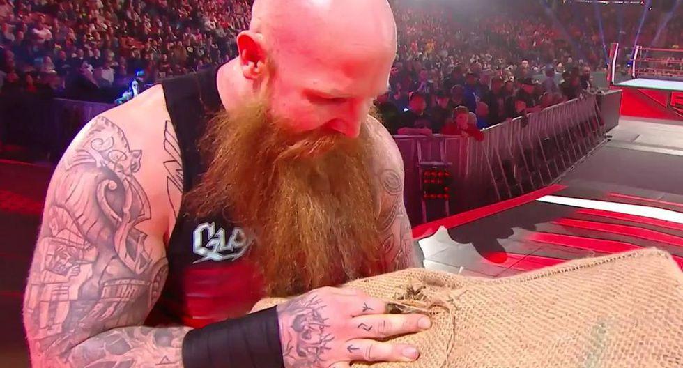 Erick Rowan derrotó a luchador local. (Foto: WWE)