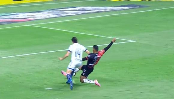 Autogol de Anderson Santamaría para el 1-0 del Puebla vs. Atlas por la Liguilla MX 2021 (Foto: Azteca 7)