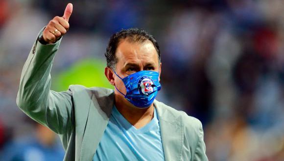 Juan Reynoso cumplió 140 días al mando de Cruz Azul. (Foto: AFP)