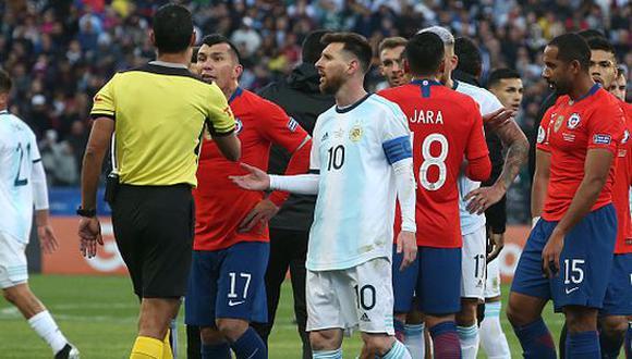 Lionel Messi fue expulsado tras trifulca con Medel. Será sancionado dos fechas. (Getty)