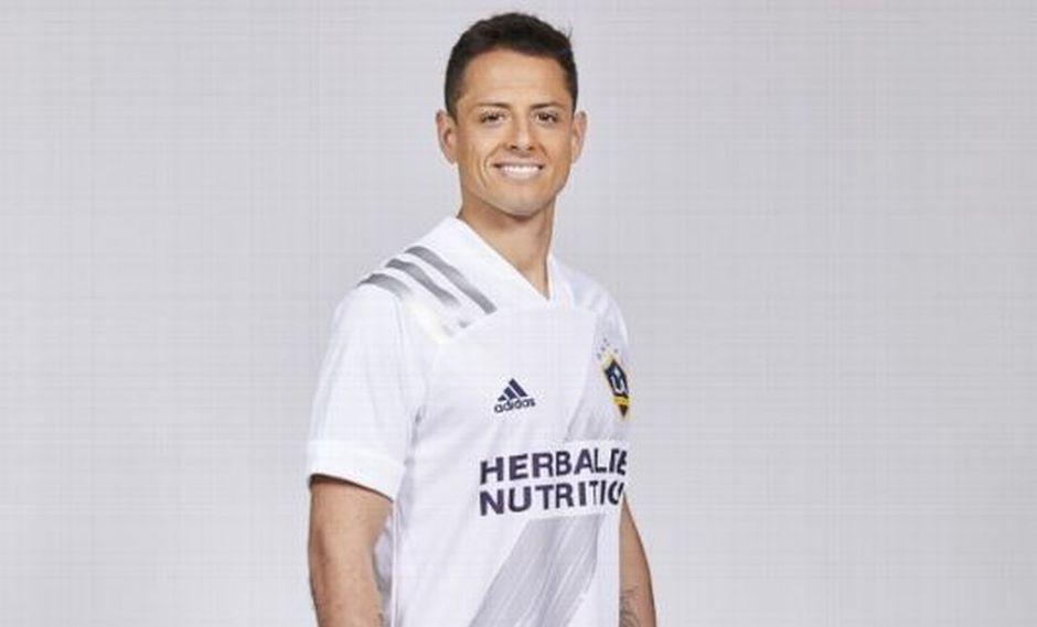 Así luce Javier 'Chicharito' Hernández la camiseta de Los Angeles Galaxy. (Foto: Los Angeles Times)