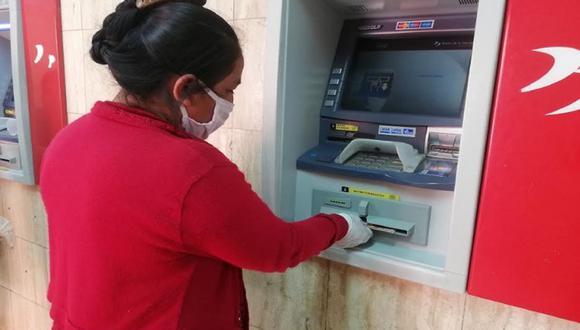 El cobro por Banca celular corresponde a la fase 3 de entrega del Segundo Bono Universal (Foto: Andina)